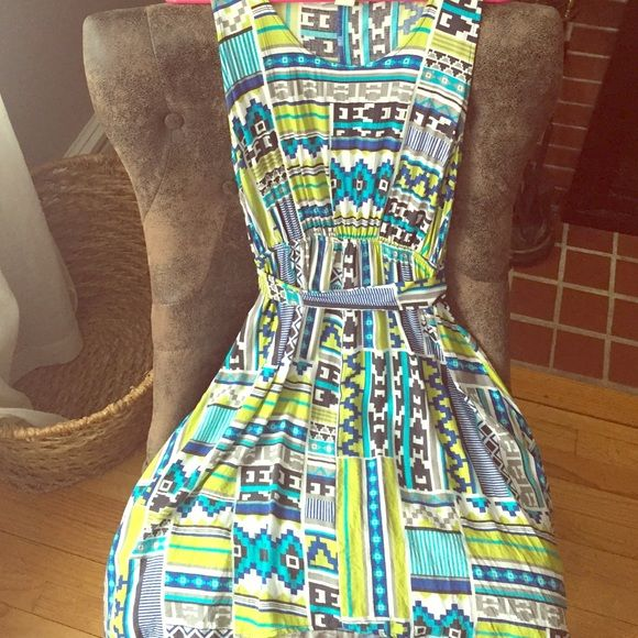 Beautiful Tribal Printed dress! I've only worn this once for a summer wedding and it paired great with my tan wedges! Very comfortable and in perfect condition- the front is shorter than the back. The sash can be tied to the back (as shown in pictures) or you can switch it to tie in the front. Super cute! Derek Heart Dresses