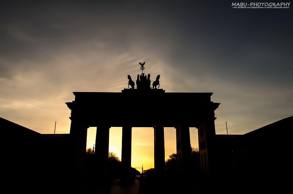 Sonnenuntergang Am Brandenburger Tor In Berlin Das Wahrzeichen Von Berlin Sunset Brandenburger Gate Photo Copyrigh Brandenburg Gate Photography Buy Photos