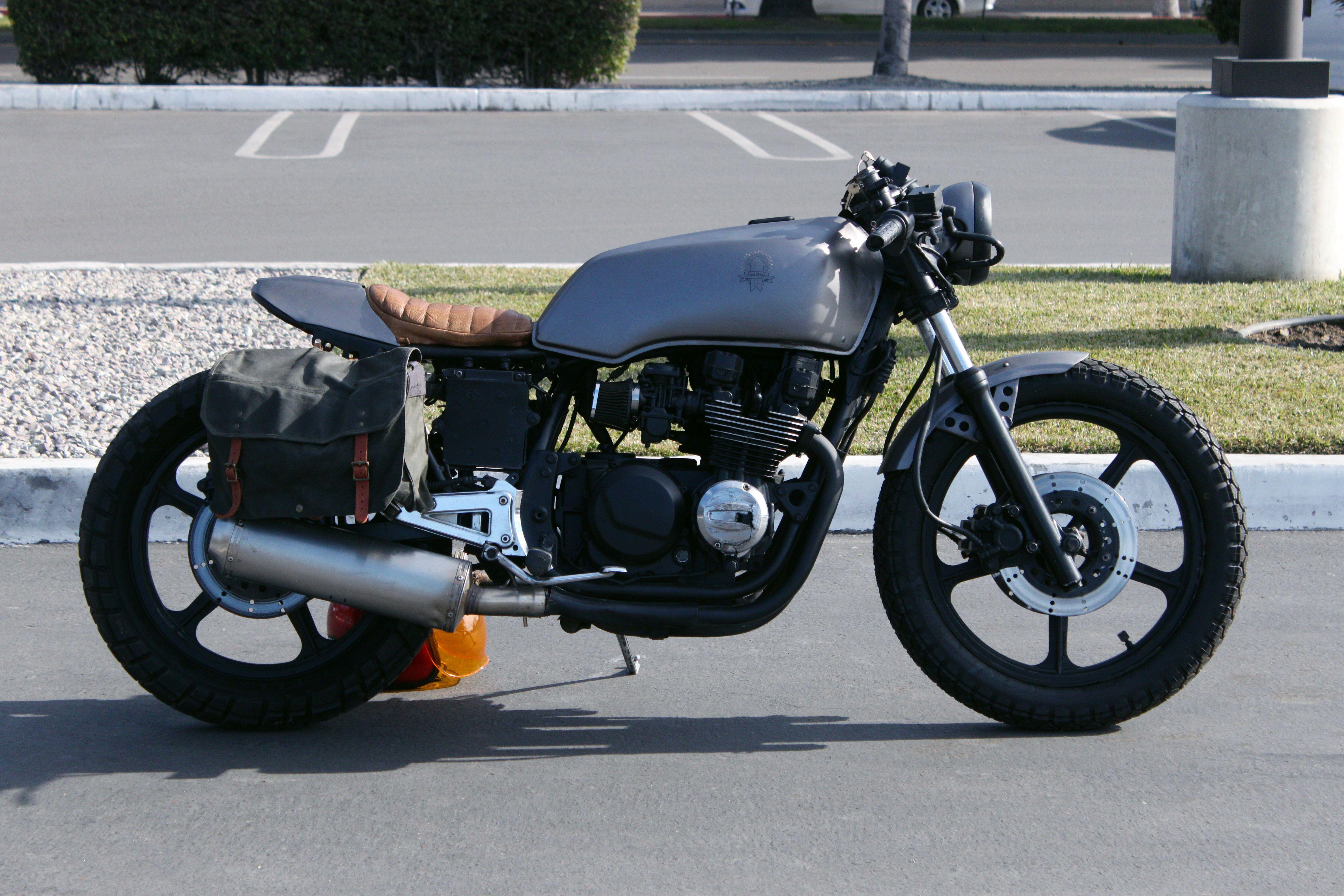 Kawasaki Gpz 550 1982 Cafe Racer Cafe Racers Kawasaki Cafe Racer