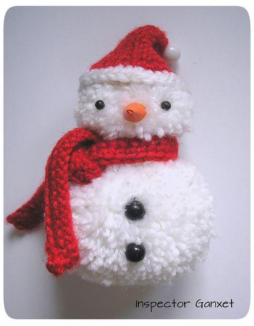 Small pompom snowman by Inspector Ganxet, via Flickr♪ ♪ ... #inspiration_crochet #diy GB