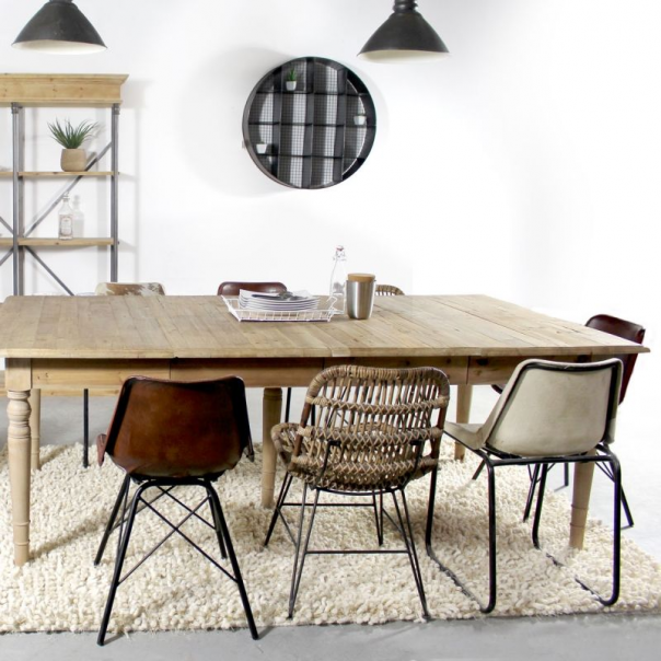 chaise rotin industrielle #diningroomdecor #dining #room #decor #bohemian