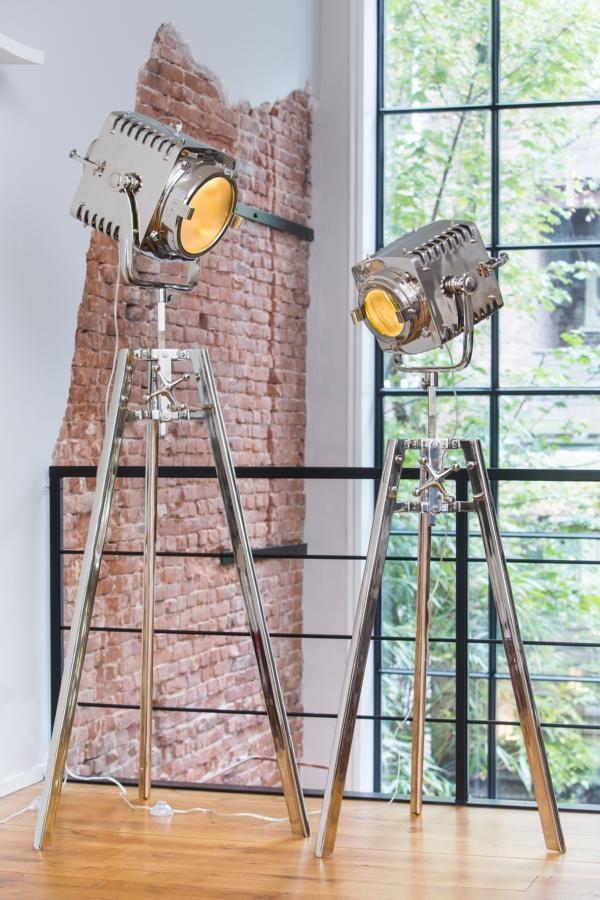 stehlampe im industrie stil lampen beleuchtung in einer. Black Bedroom Furniture Sets. Home Design Ideas