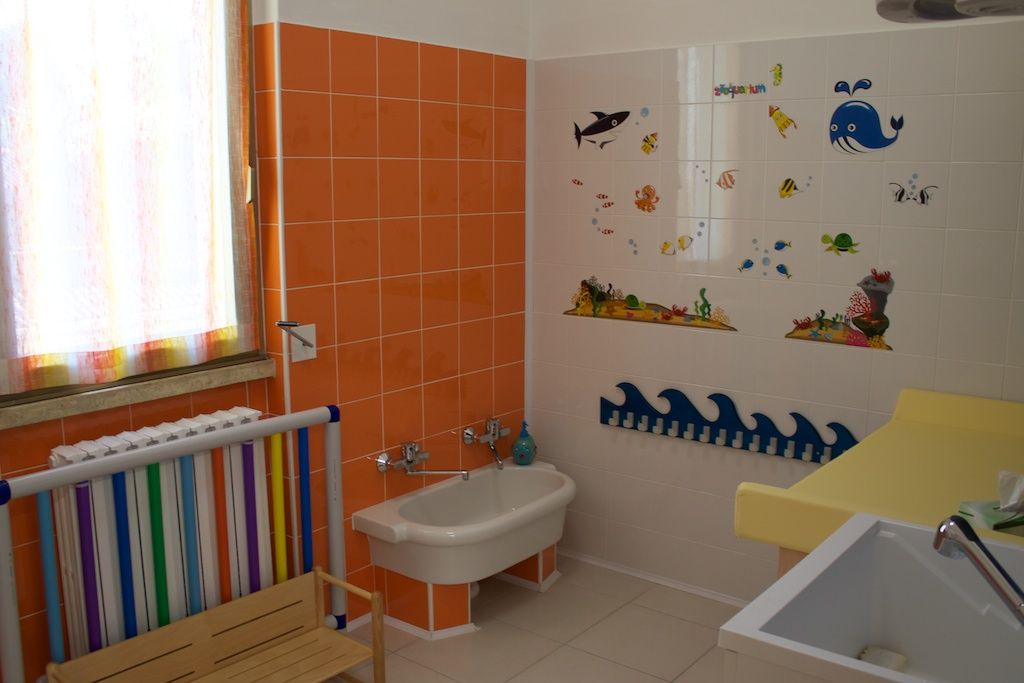 Risultati immagini per scuola infanzia spazio accoglienza spogliatoio