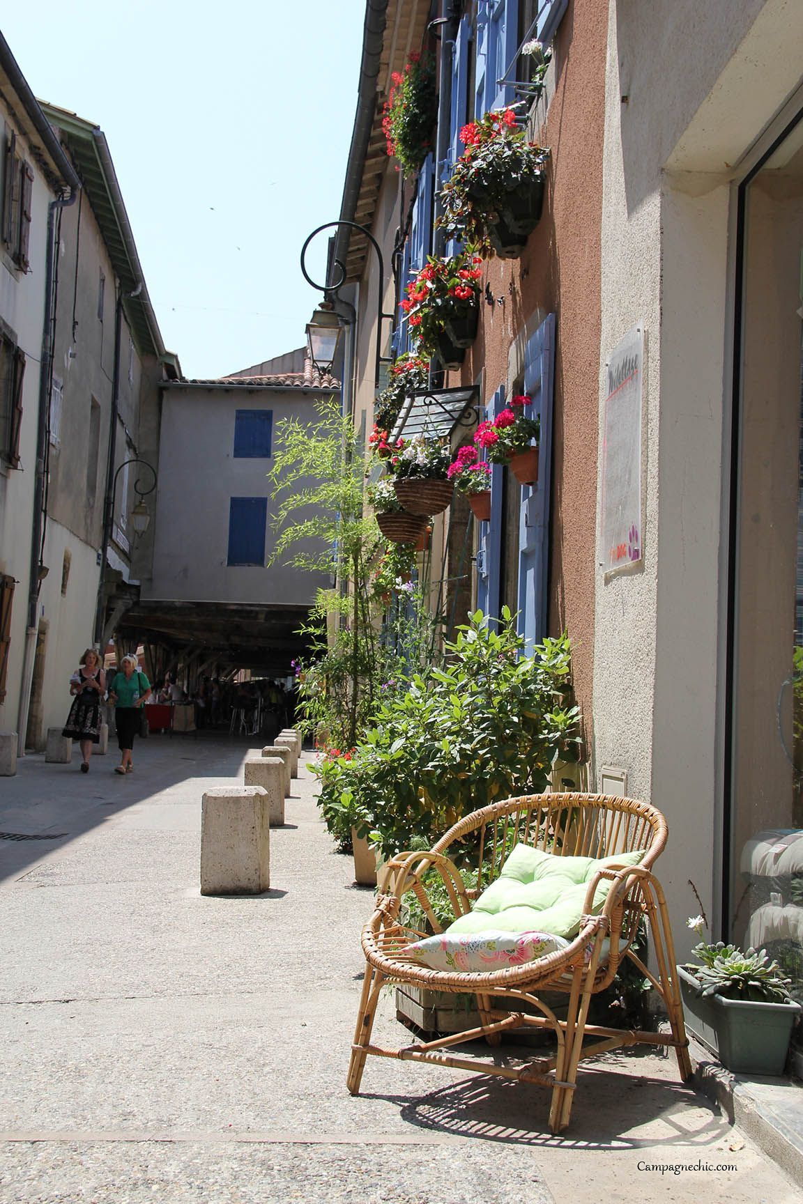 relaxing in sunny me val mirepoix