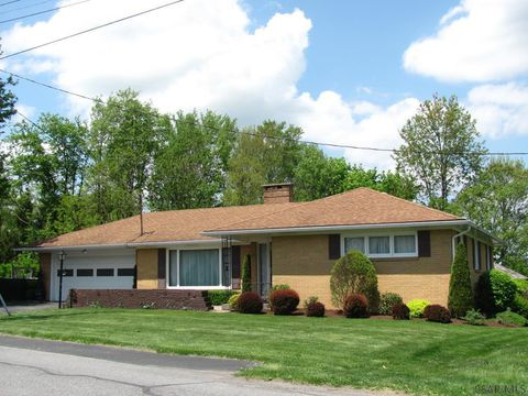 Johnstown Pa Real Estate Johnstown Homes For Sale Realtor Com Real Estate Houses Real Estate Johnstown