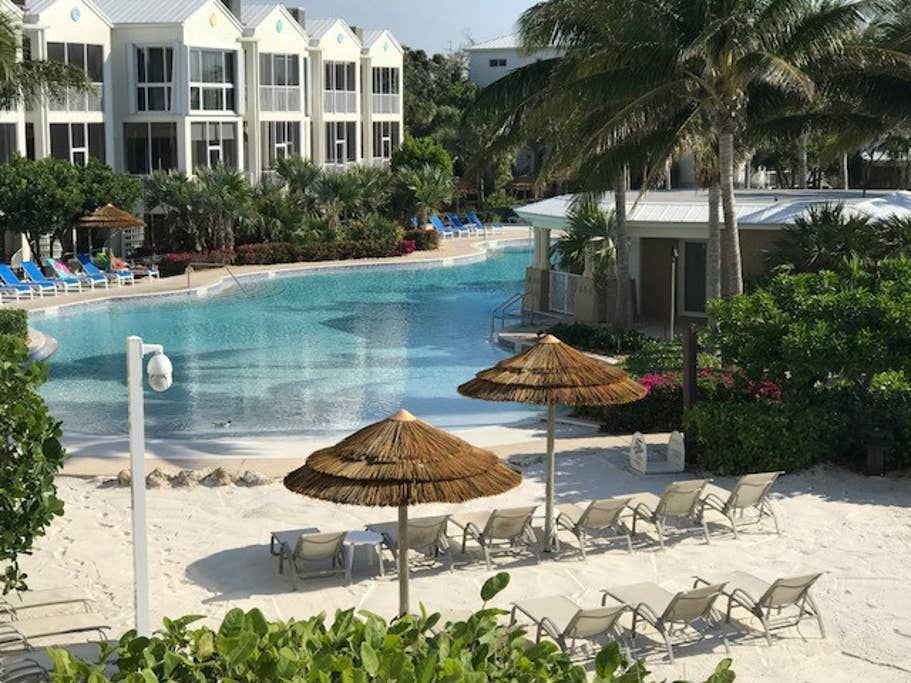 Lic Mgr Luxury 4 3 5 Villa 1 Oceanfront Resort Townhouses For Rent In Key Largo Florida United States Townhouse For Rent Oceanfront Villa