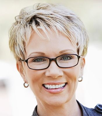 Short Hairstyles For Women Over 40 To Reveal Their Snazzy Side In