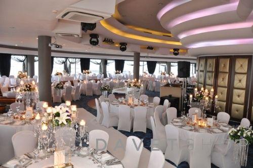 Genç, dinamik, profesyonel servis ekibi ve lezzet ustalarının oluşturduğu menü seçenekleri ile Sürmeli İstanbul düğünleriniz için ideal bir seçim olabilir.