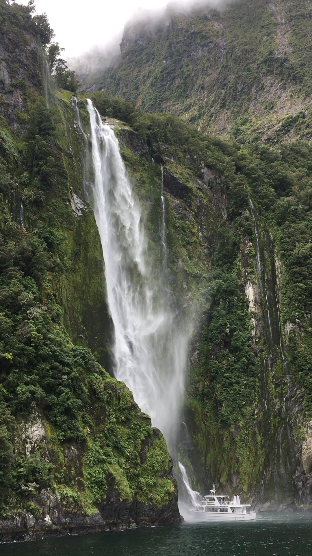 A day trip to Milford Sound, New Zealand  #milfordsound #fjords #nz #newzealand #travel #guide #daytrip #boat #cruise #queenstown #southisland #tour