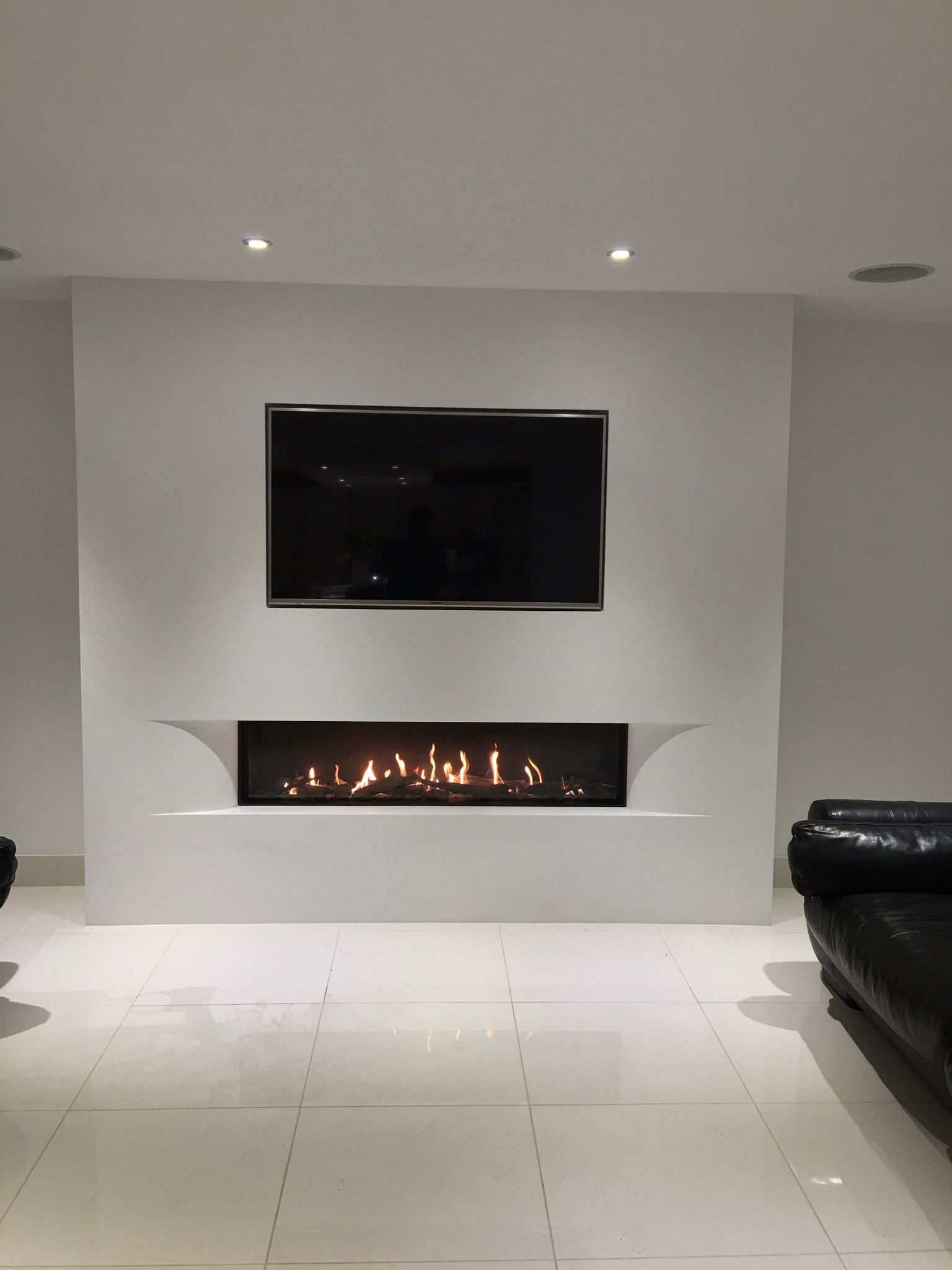 Tulp Balanced Flue Gas Fire With The Superb Undercover Shaped Fascia Set In A False Chimney T Fully Inset Tv