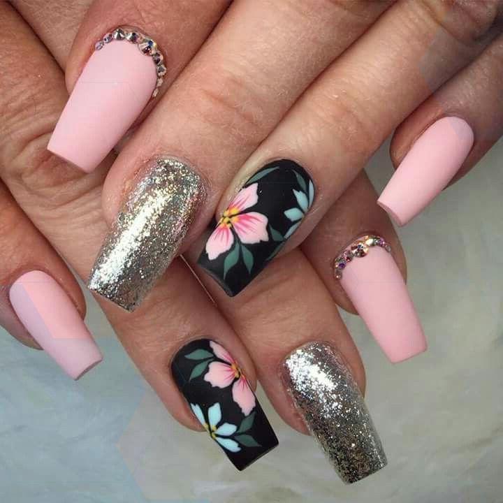 Stunning pink and silver nails with rhinestone and floral nail art, #koreannailart