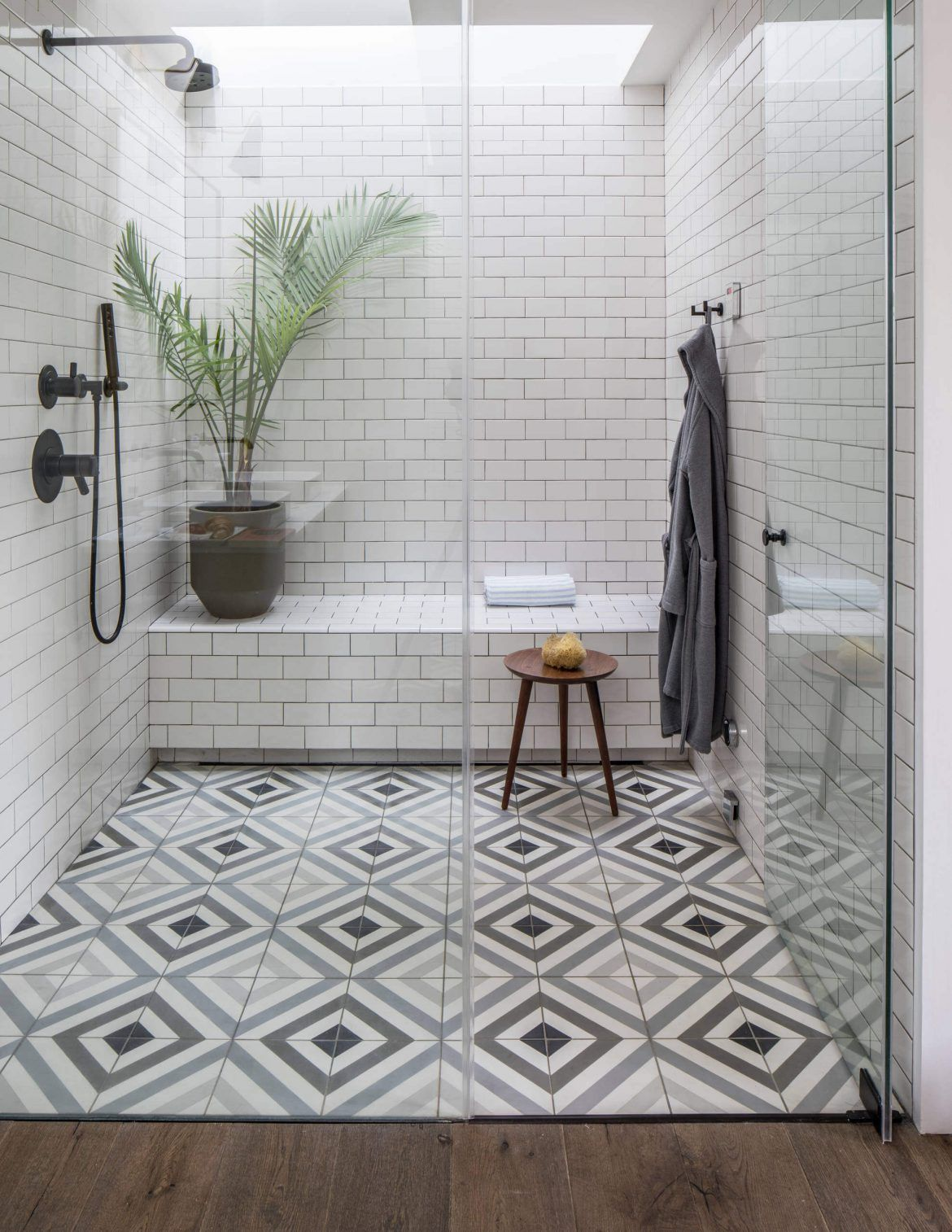 44 Modern Shower Tile Ideas And Designs 2020 Edition Bathroom Floor Tiles Bathroom Remodel Tile Shower Tile