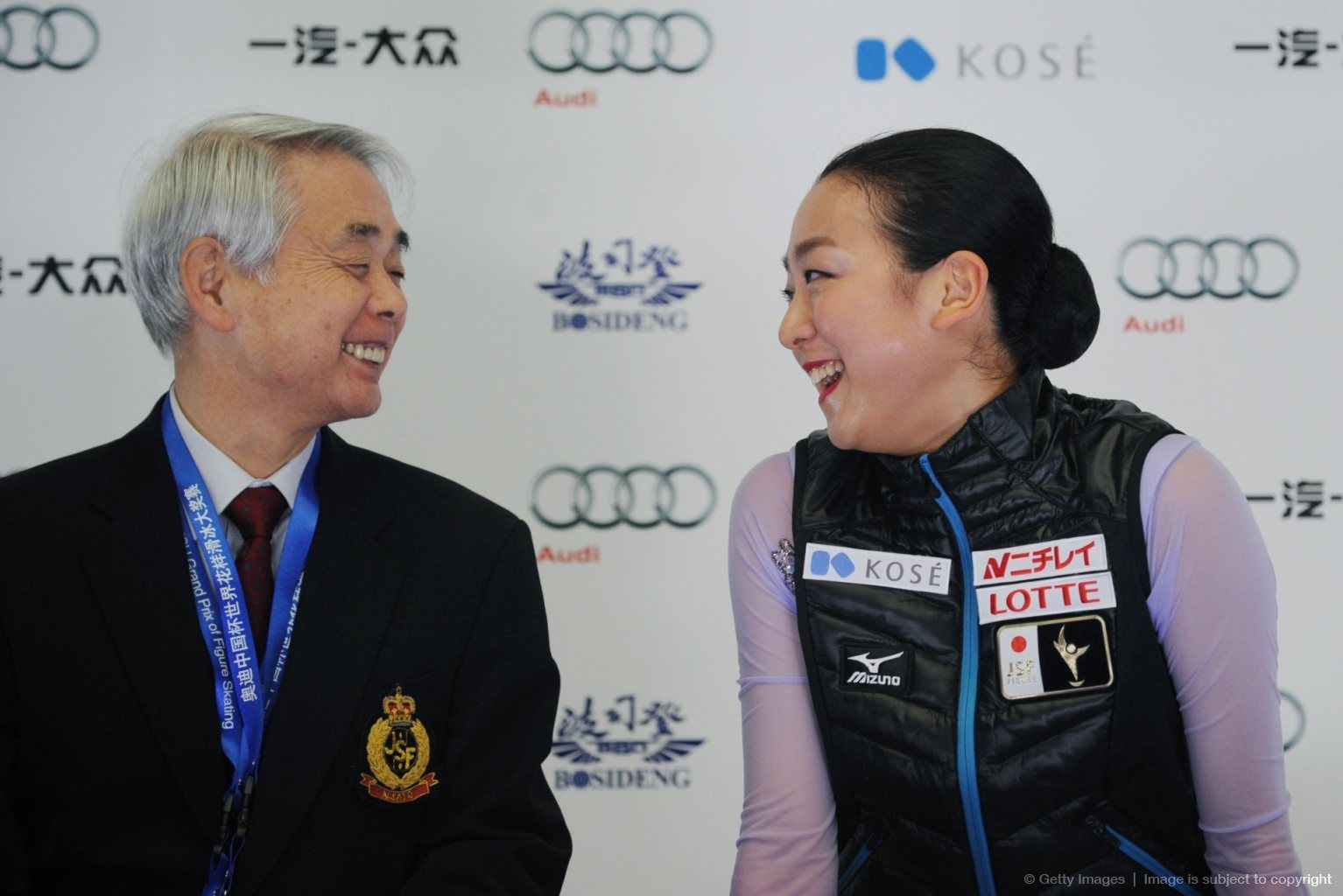 Mao Asada (R) of Japan talks with her coach Nobuo Sato reacts after performing during the women's free Skating event of the Cup of China ISU Grand Prix of Figure Skating in Beijing on November 7, 2015. AFP PHOTO / WANG ZHAO (1534×1024)