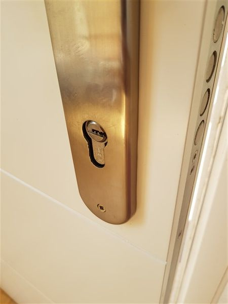 comment changer un cylindre de serrure rapidement - changer de serrure de porte