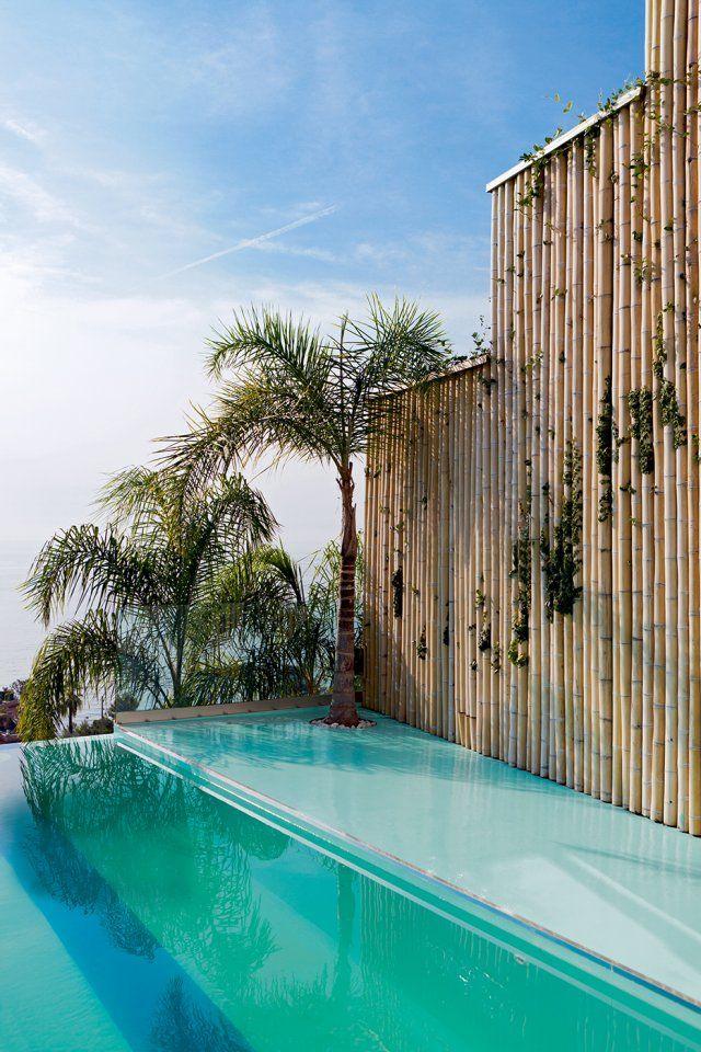 une maison de vacances aux inspirations d asie couloir de nage couloir et exotique. Black Bedroom Furniture Sets. Home Design Ideas