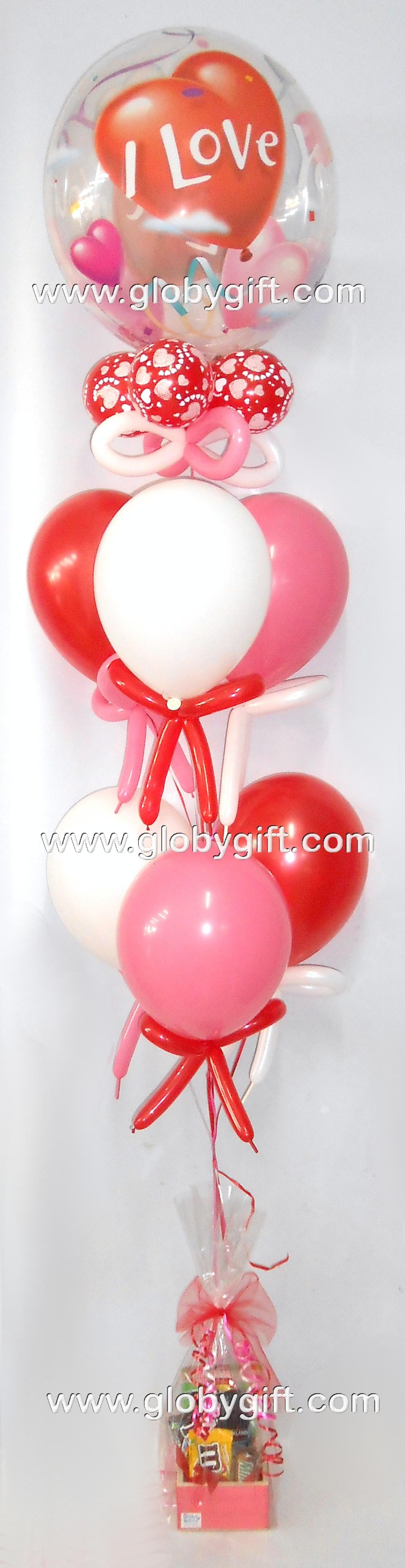 Arreglo de globos para San Valentn con botana y chocolates