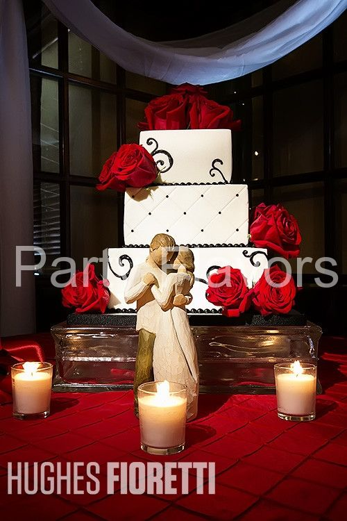 Black and White w_Roses 3 Tier Romantic Wedding Cake Party Flavors Custom Cakes _ Orlando Weddings