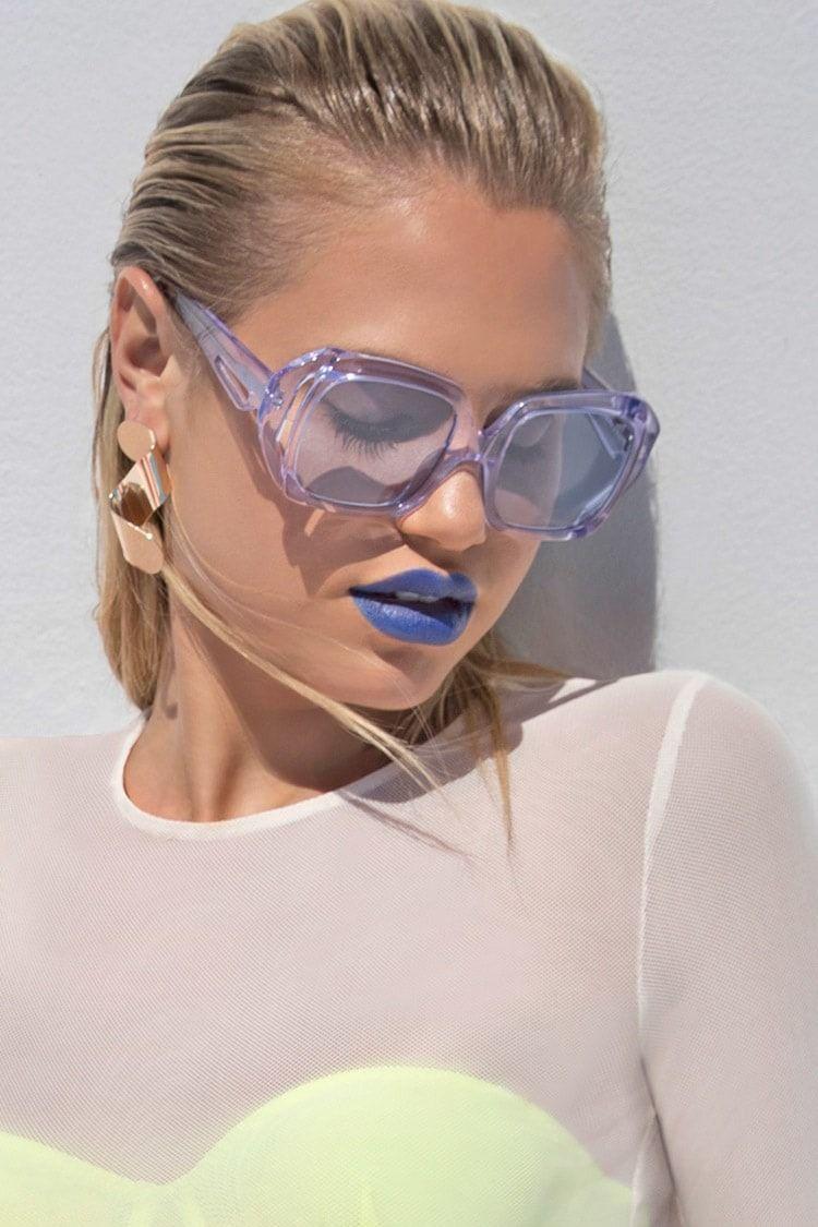 c7e7bc8b47be3 These retro square sunglasses by melt™ feature sleek geometric frames