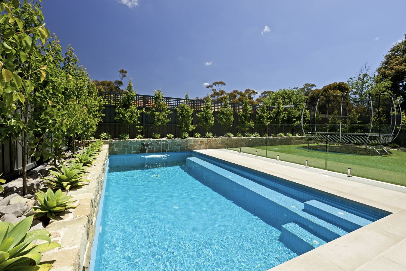 Minimalist Swimming Pool for Simple Look