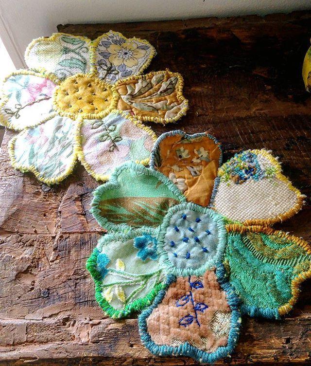 Large handsewn flowers #patchwork#vintagetextile#largeflower#patchwork#Australia#igersbrisbane#Brisbane#brisbaneigers#moretonbayregion #Queensland #prettyflowers#embroidered#embroidery