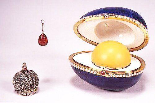 Resultado de imagen para la gallina con pendiente de zafiro, que Fabergé fabricó en 1886
