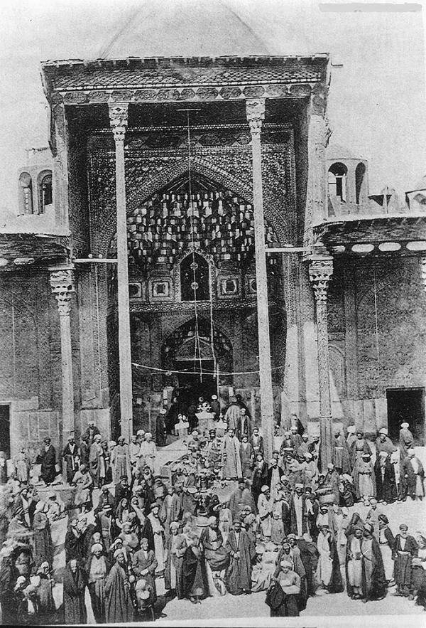 7d0a2fc4f صورة توثيقية قديمة لمرقد الامام الحسين عليه السلام ( اضغط على الصورة  لتكبيرها ....)