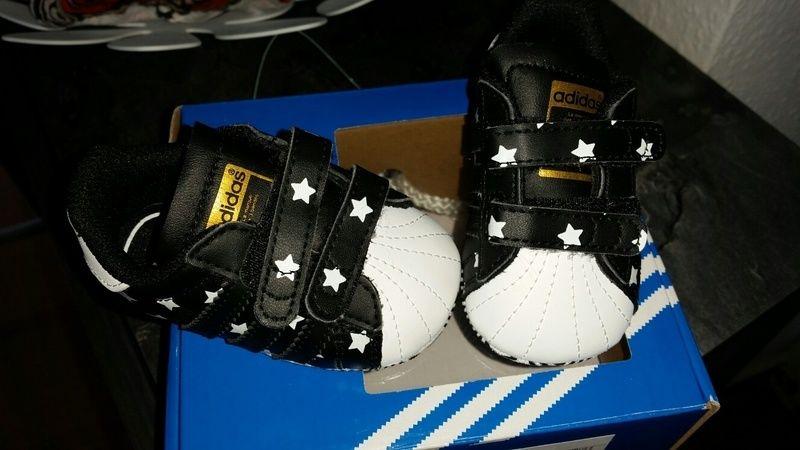 cheap for discount cd74a 0cc83 Schöne schwarz / weiße Adidas Krabbelschuhe Gr 17 Waren ein ...