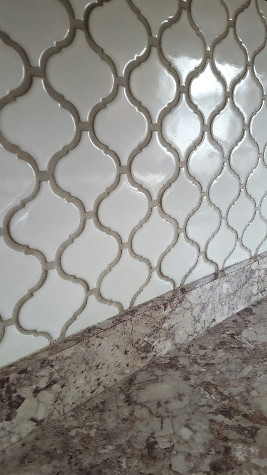 Best Arabesque Lantern Tile With Oyster Gray Grout Backsplash 400 x 300
