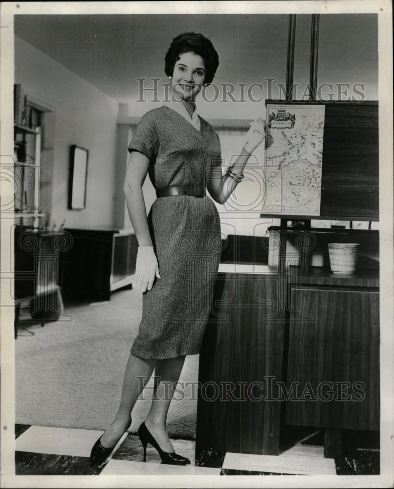e0aef421b88c 1960 Press Photo - Lynda Lee Mead
