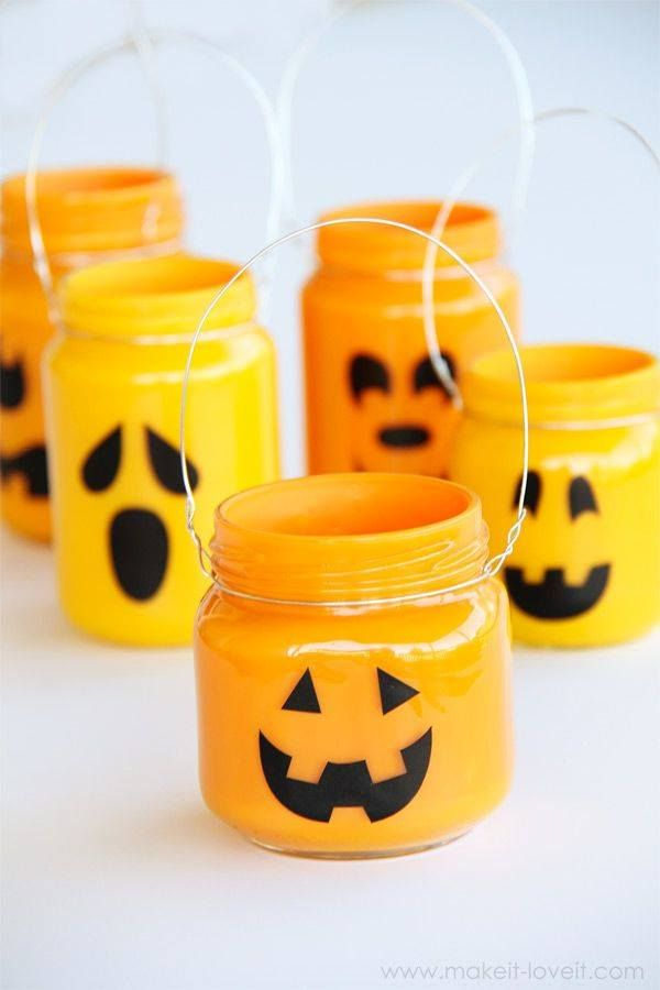 Painted baby food jars, crafting wire and some battery operated tea lights. Mini lanterns.