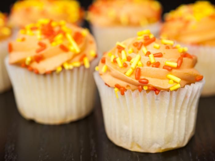 ميني كب كيك بالبرتقال Mini Cupcake With Orange Recipes Dessert Shop Food