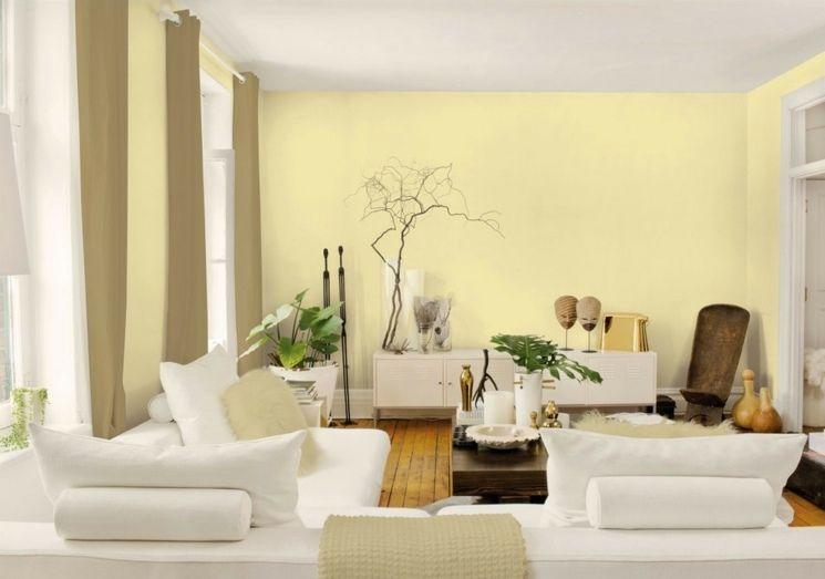 farbe-wohnzimmer-gelbe-wandfarbe-weiße-möbel.jpg (745×523 ... - Wohnzimmer Farben Gelb