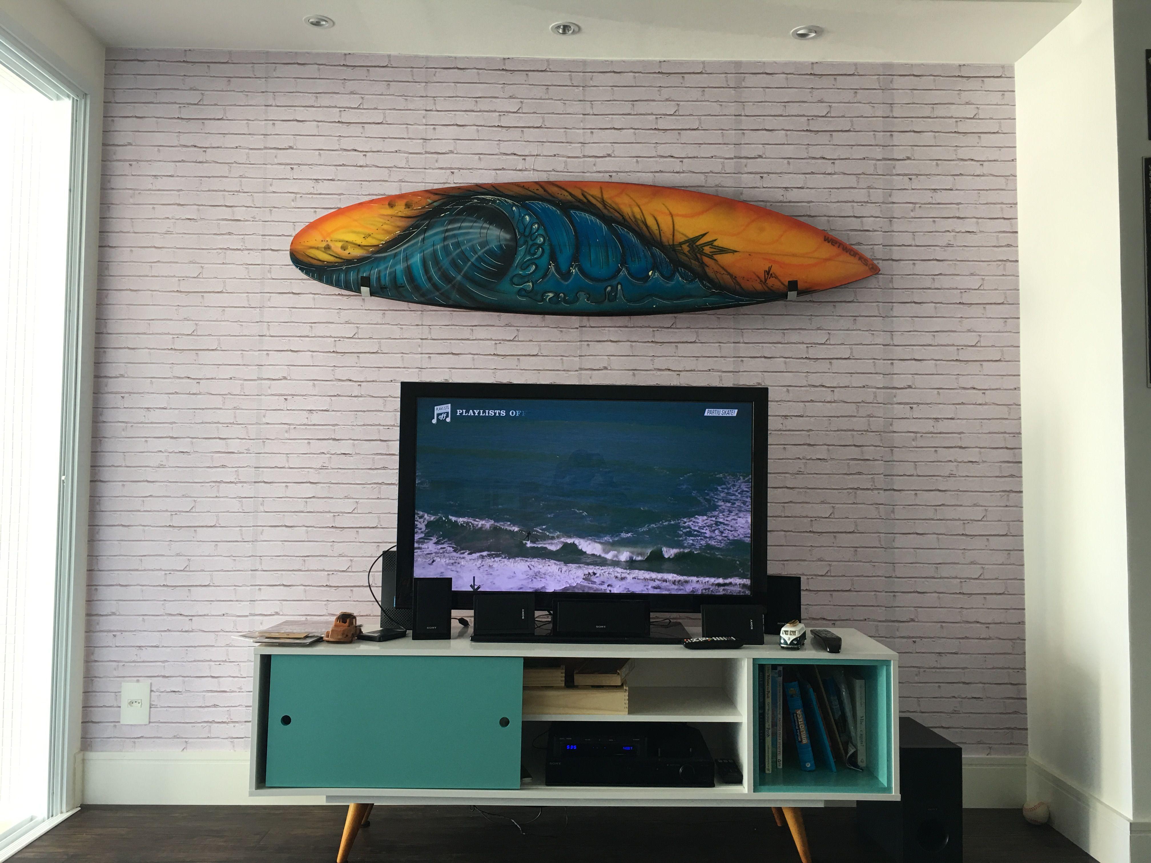 dcc10120ef665 Sala com prancha de surf!