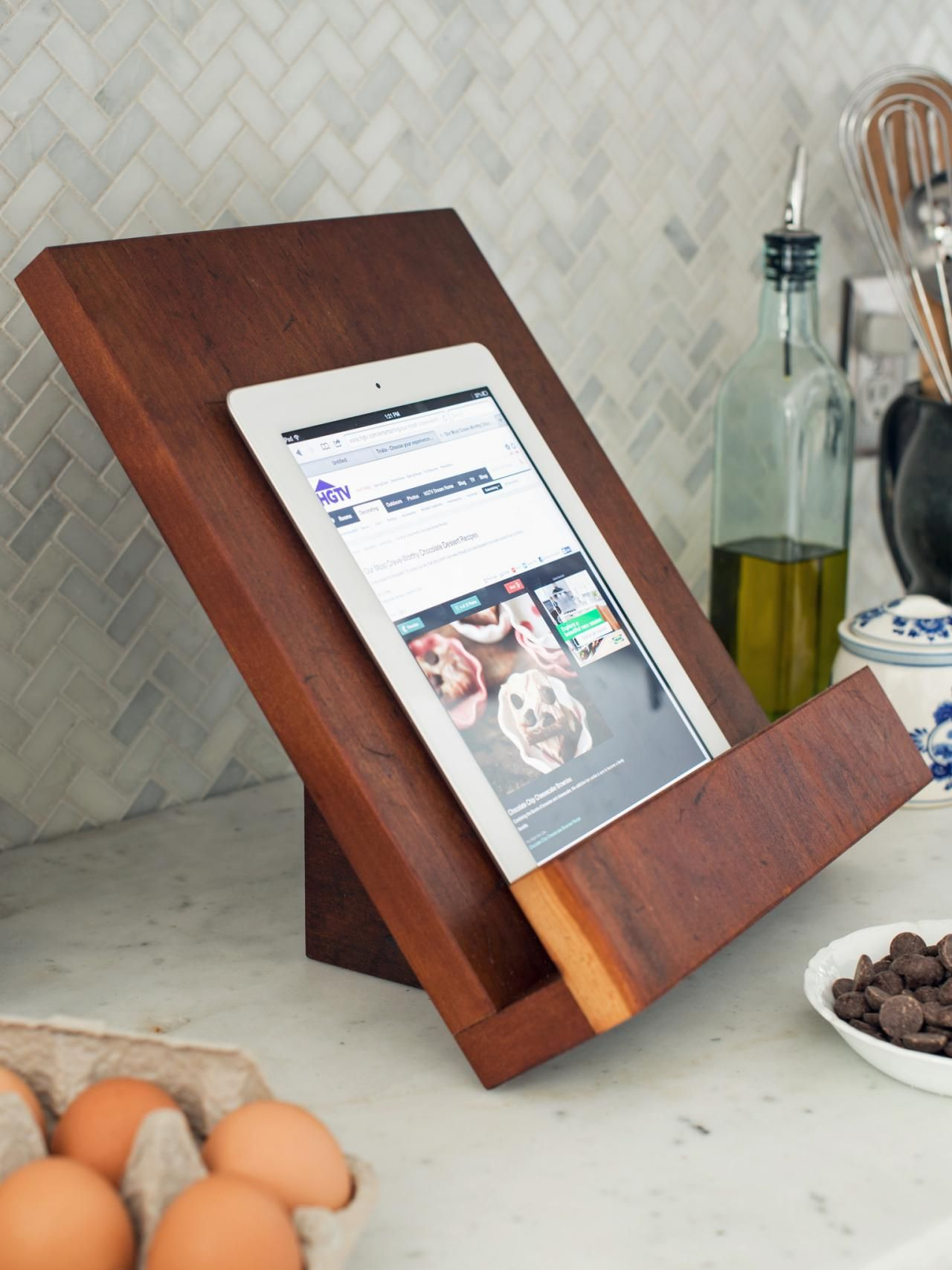 How To Make A Modern Tablet Or Cookbook Stand Easy Crafts And Homemade Decorating Gift Ideas Hgtv In 2020 Cookbook Stand Diy Cookbook Holder Cook Book Stand