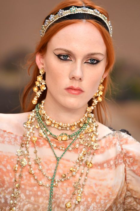 Chanel cruise 2018 | CHANEL Couture 2018 2019 | Pinterest ...