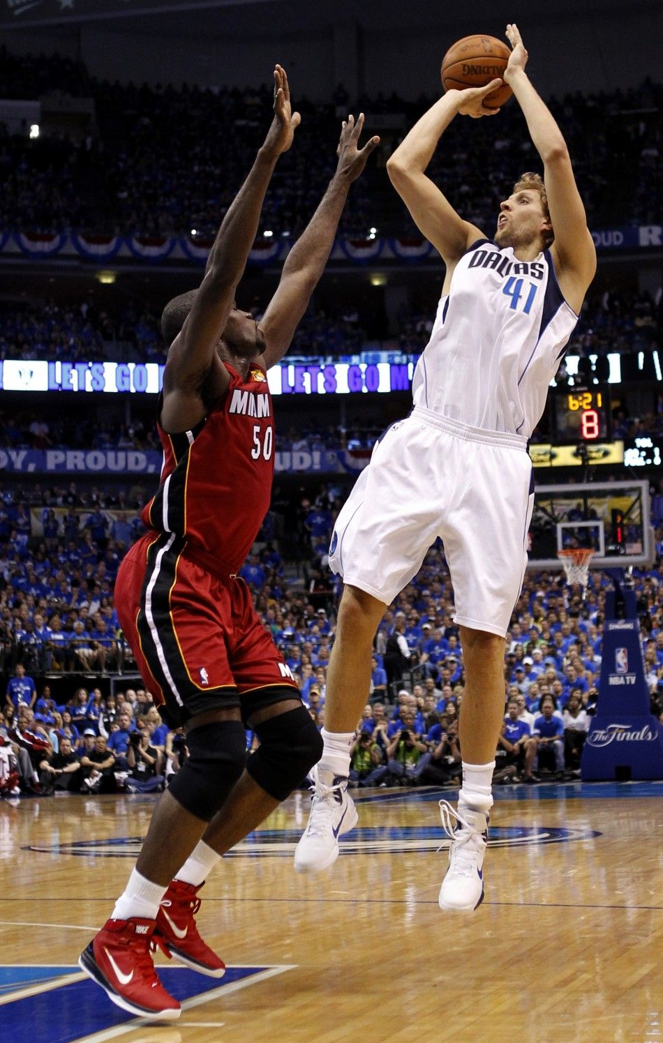 Nba Finals Game 3 Heat Sneak In Win Over Mavericks Photos Nba Finals Game Nba Finals Nba