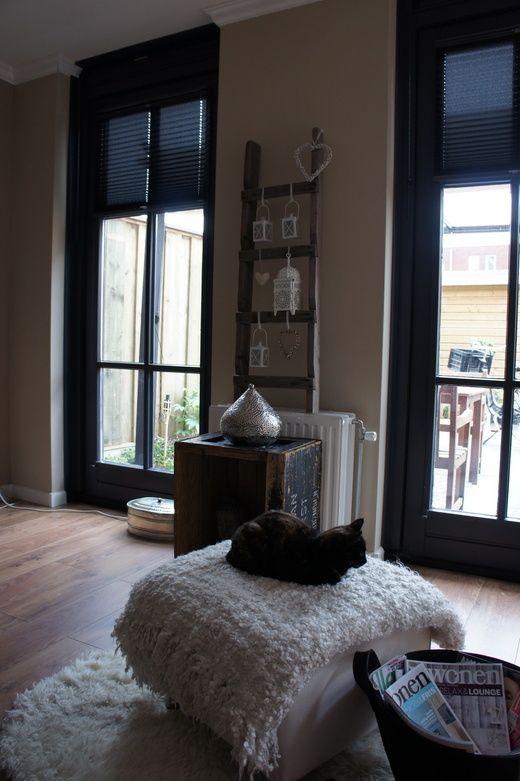 Kozijn raam woonkamer klassiek google zoeken woonkamer pinterest zwarte kozijnen zoeken - Muur wit en taupe ...