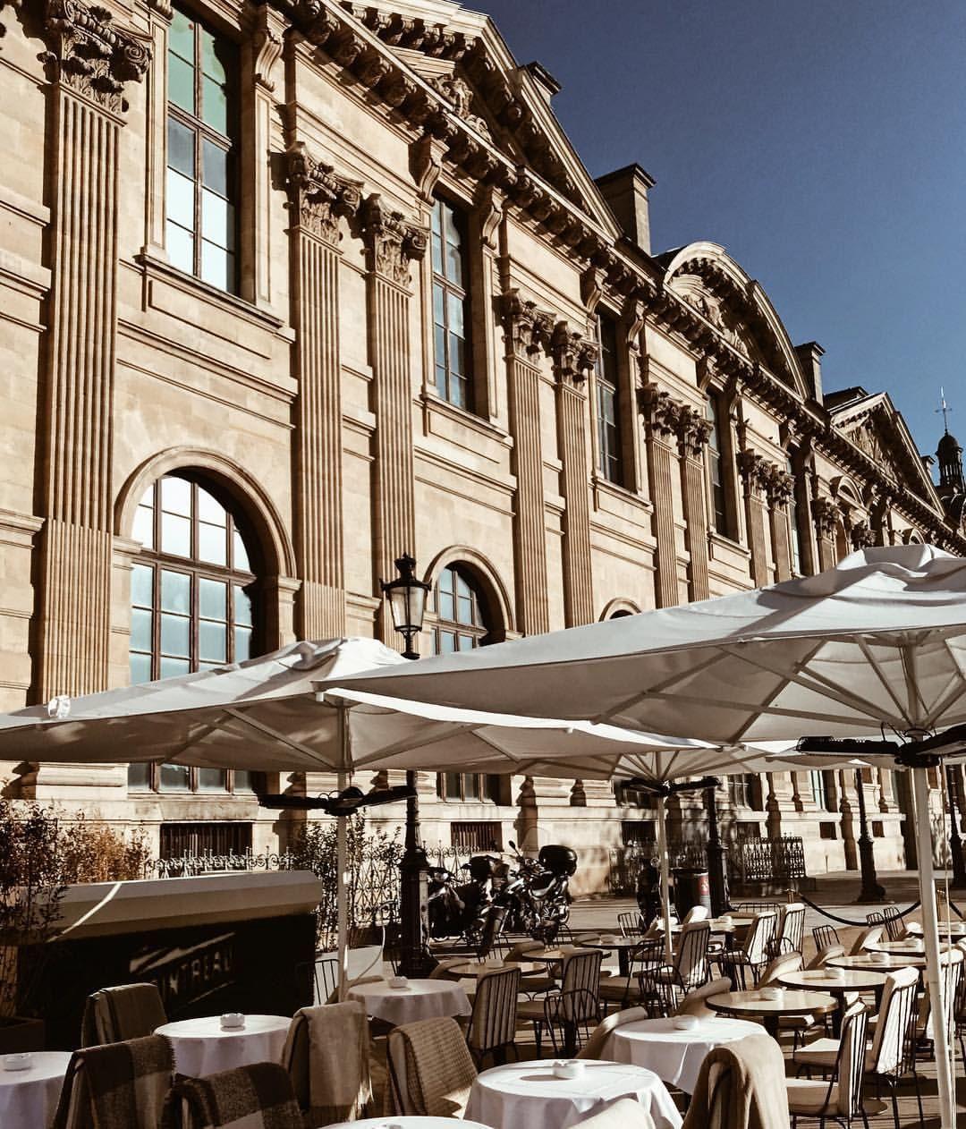 Lou Lou Restaurant Le Louvre Museum Paris Expensive But Worth The Experience Italian Restaurant In Paris Vacation France Paris Restaurants Louvre