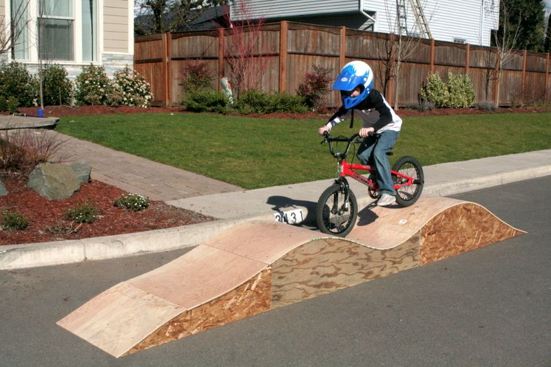 Bike Ramp 2c Snow Day 021 Jpg 800 534 Pixels Kids Bike Track