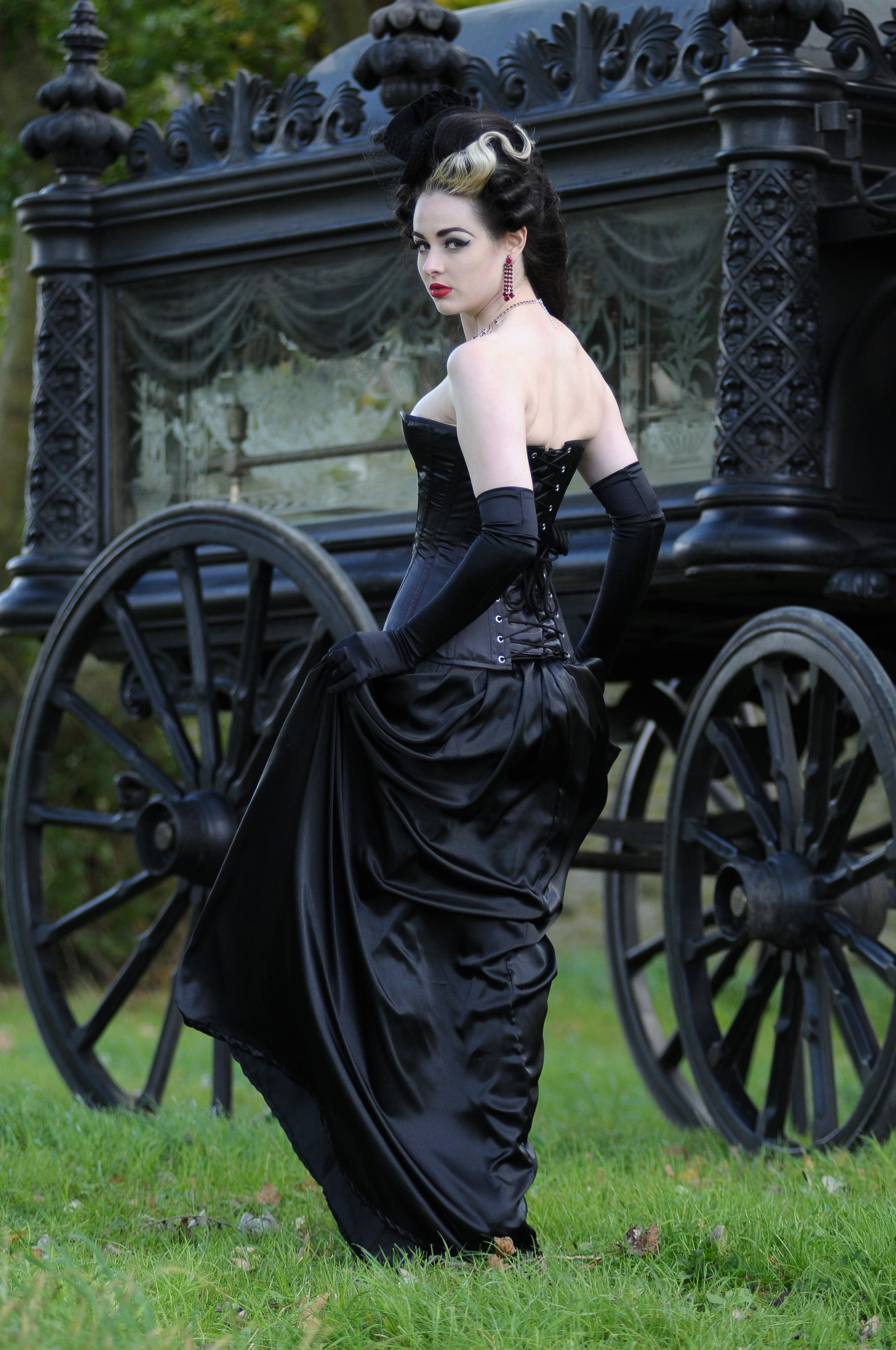 Gothic gown ❤ | Pretty :) | Pinterest | Gothic, Gloves and Gowns