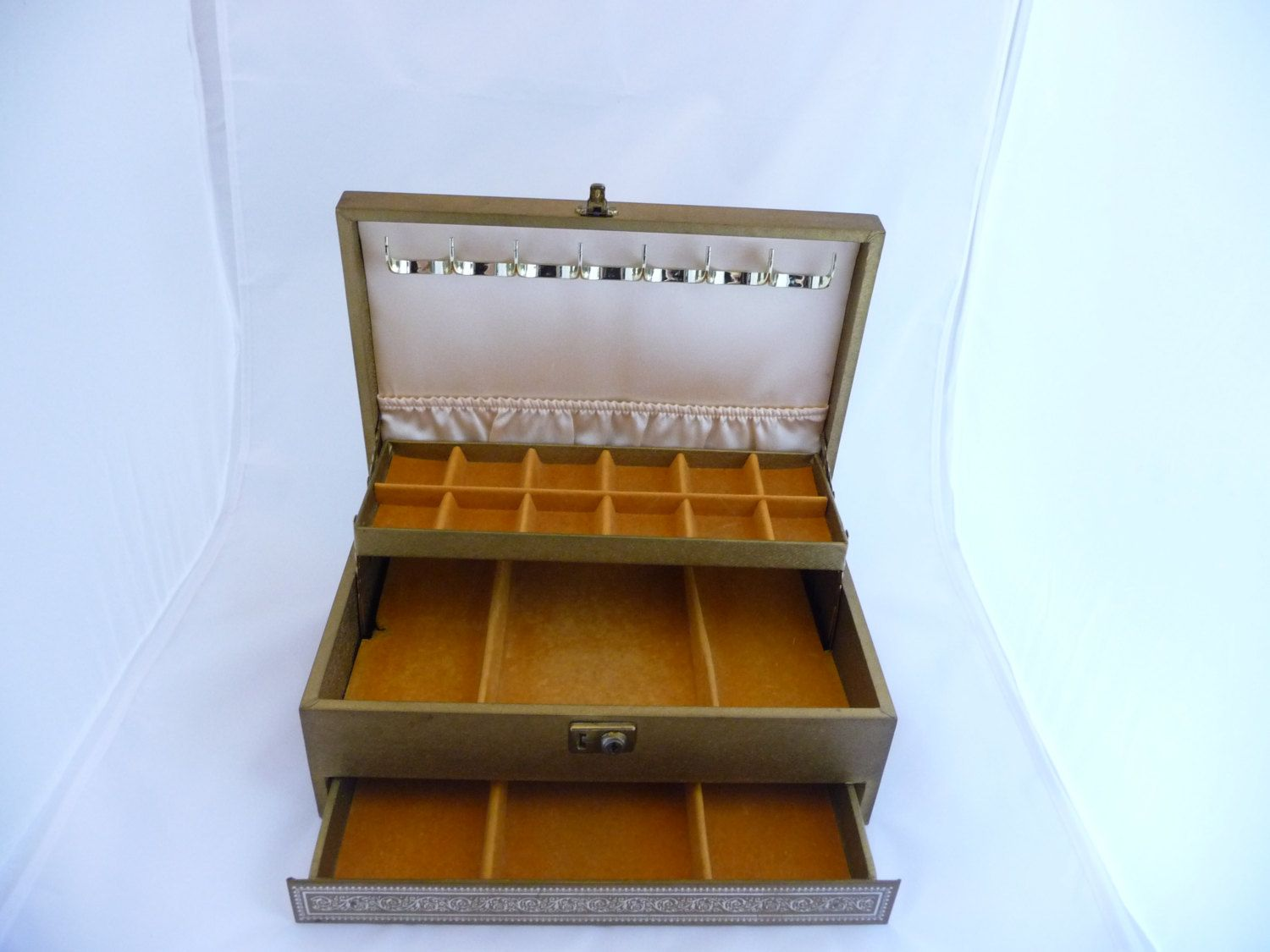 Vintage Gold Leather Jewelry Box by Saltofmotherearth on Etsy