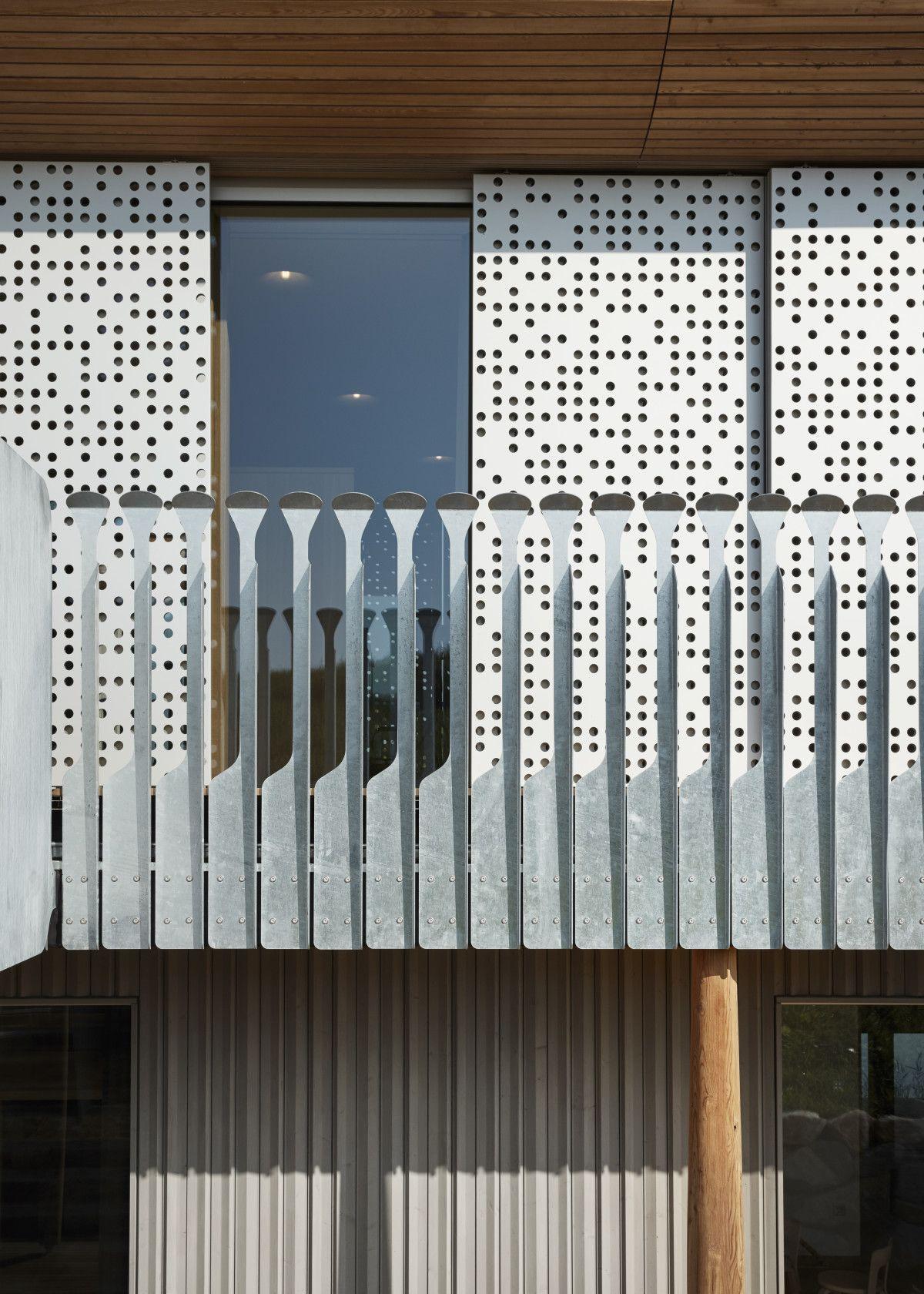 Treppenhaus architektur detail  Verschattung Fassade mit Metall-Elementen - Architektur Detail ...