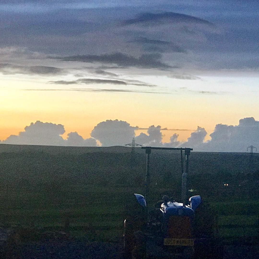 Quite a cool cloud formation dont you think this evening ?  #sunset #farmview #weddingtractor