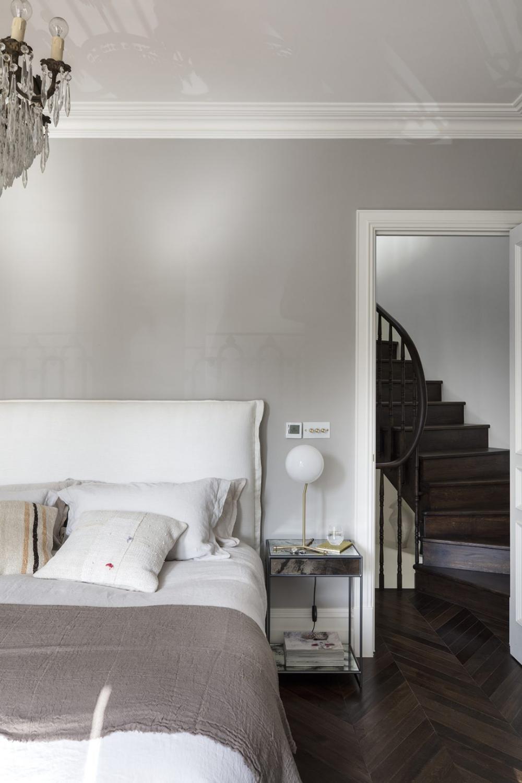 Be Inspired By These Calm Rustic Bedroom Ideas Bedroom Flooring Dark Wooden Floor Beautiful Bedrooms