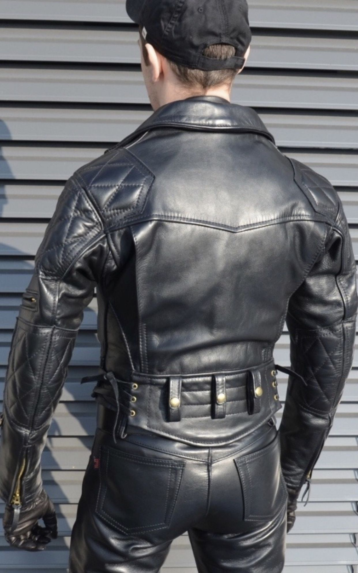Pin By Andreasmolter On Men In Leather And Rubber Leather Jacket Men Tight Leather Pants Leather Jacket [ 1984 x 1242 Pixel ]