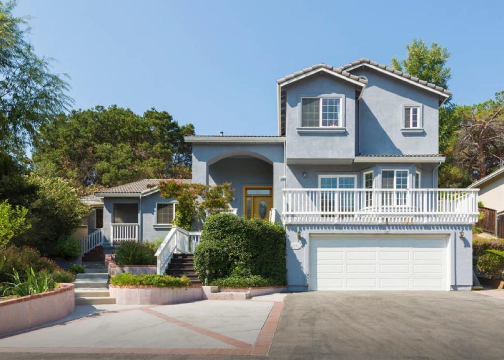 A Bedroom In Mark Zuckerberg S Old House In Los Altos Is Renting For 1 350 Celebrity Houses Los Altos California Homes