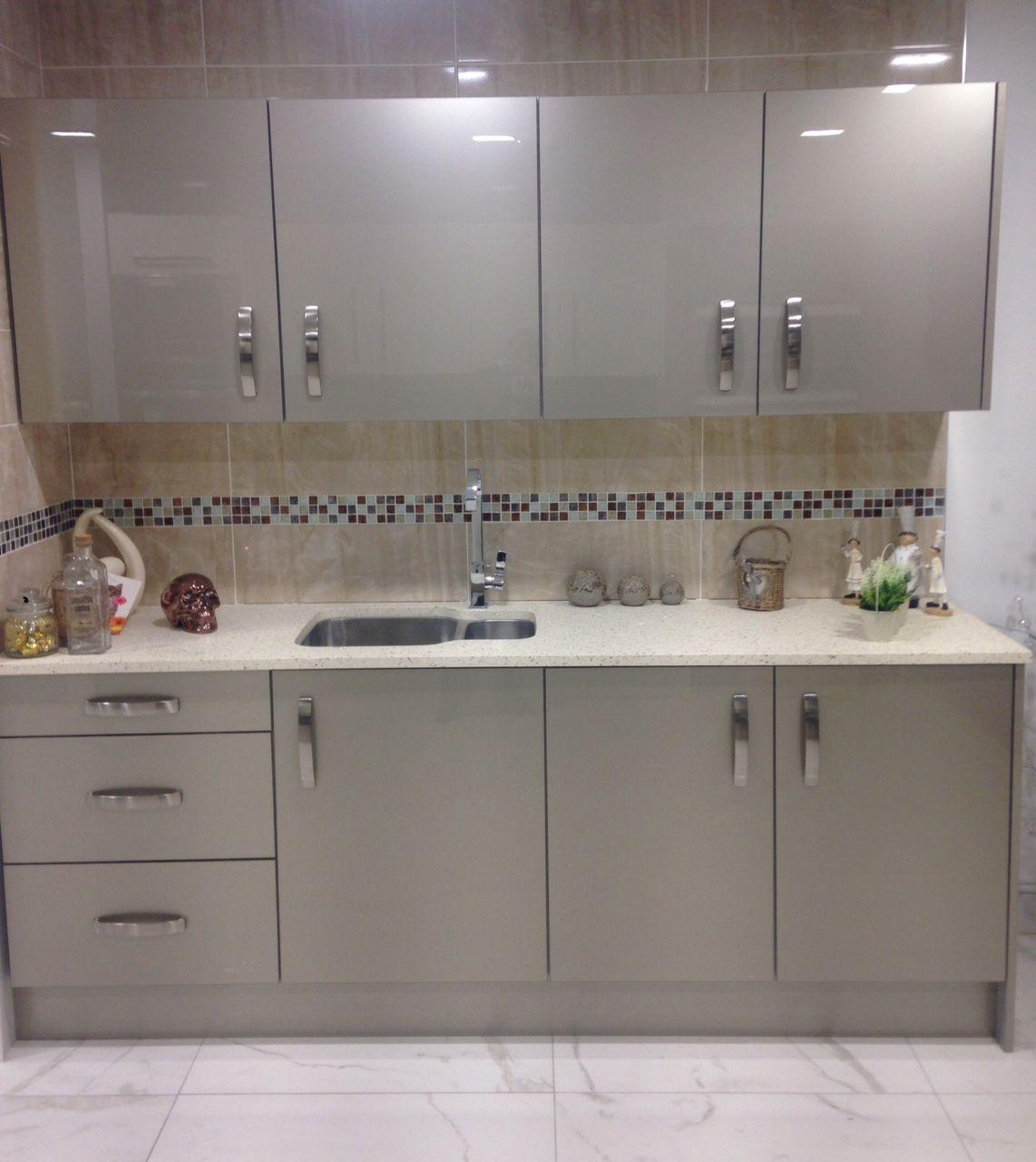 Gorgeous little kitchen - MISTRAL Kitchen Worktops from NESP ...