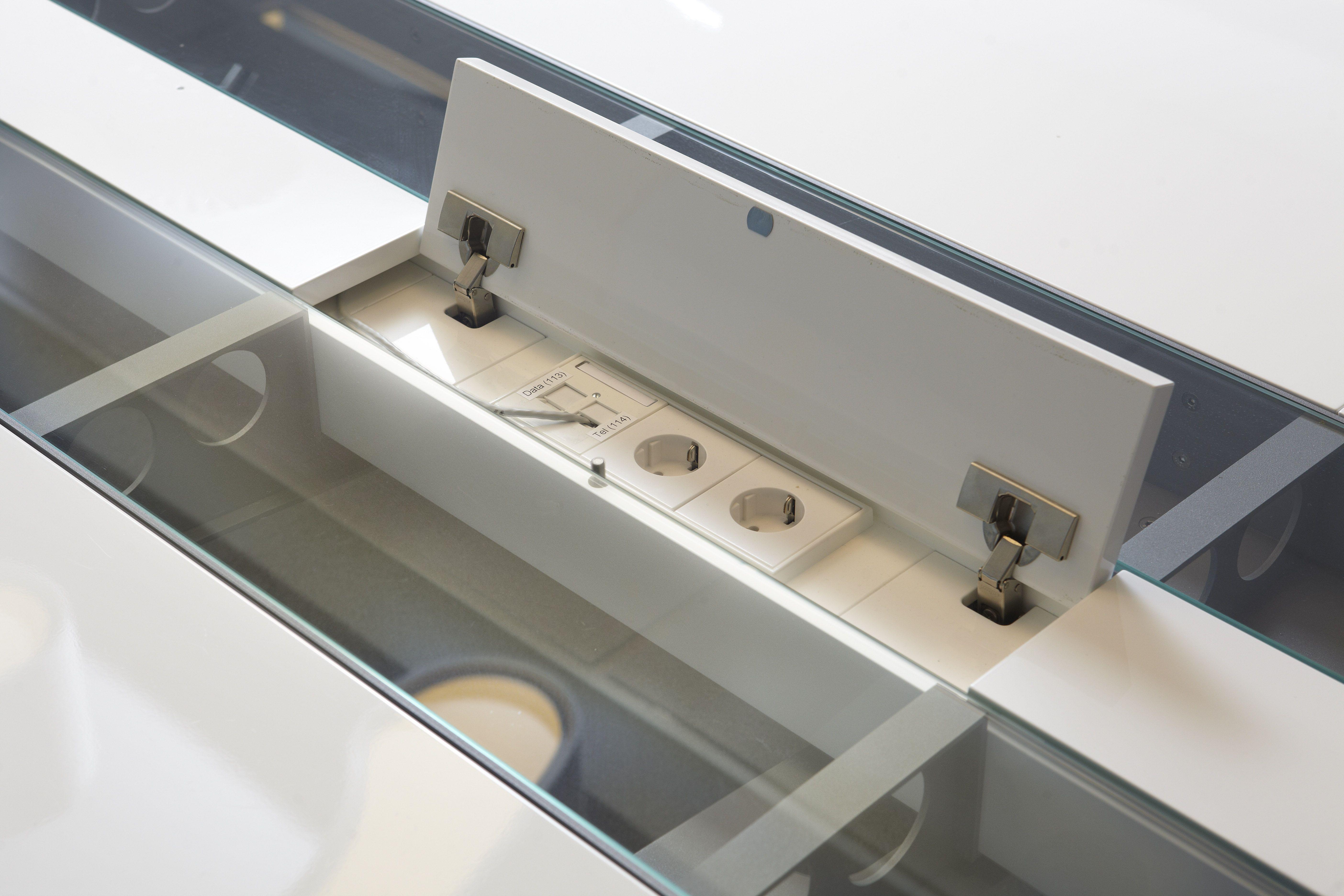 Bedrijf kantoor houtwerk opmaat gemaakt stopcontact tafel