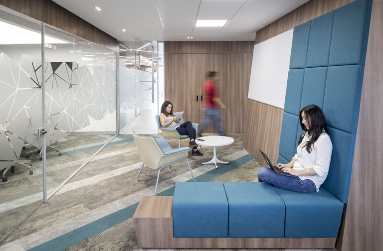 Mobiles Lesemobel Design Malcew Gestalterische Vielfalt | Red Hat Office By Aei Arquitectura E Interiores Office Snapshots