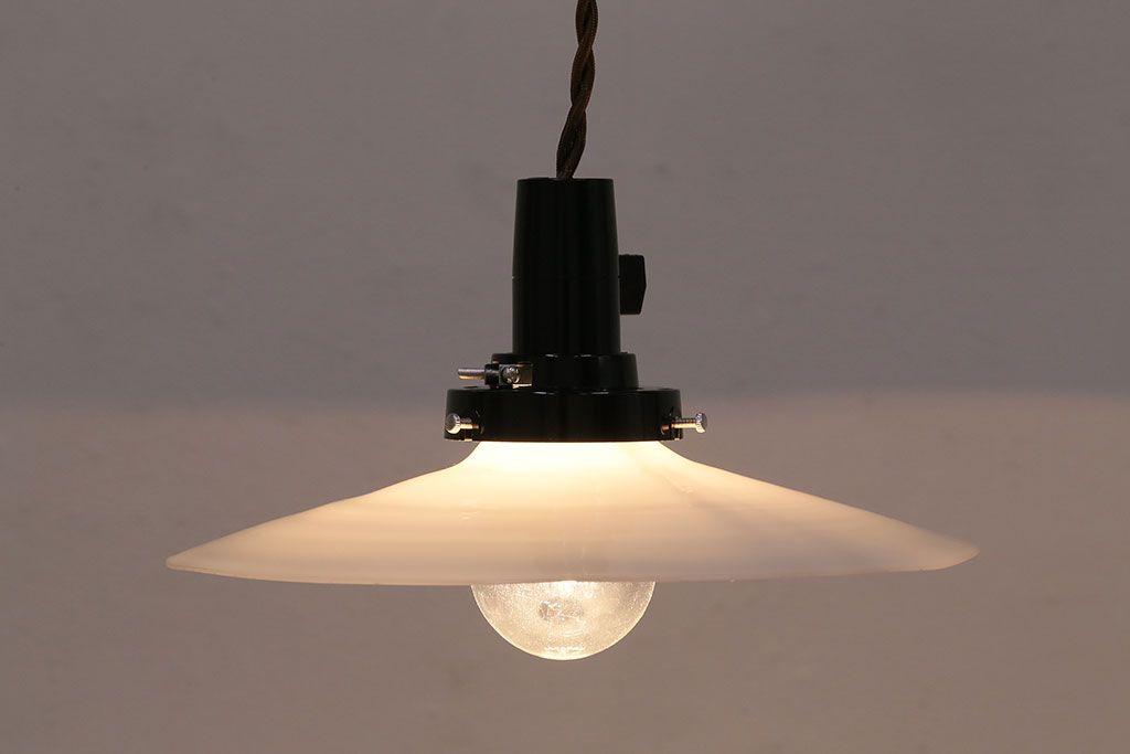 アンティーク照明 昭和レトロ 古き良き時代の雰囲気溢れる平笠シェード